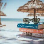 Pláž, knihy, slunce